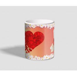 Fehér macis, szívekkel és virággal díszített, piros hátterű szerelmes bögre
