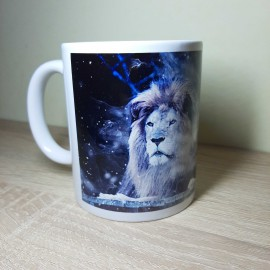 Fényes csillagos hátterű oroszlános bögre