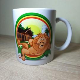 Színes keretben lazuló oroszlános bögre
