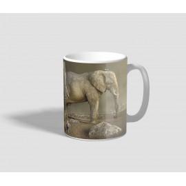 Három óriási méretű elefántot ábrázoló elefántos bögre
