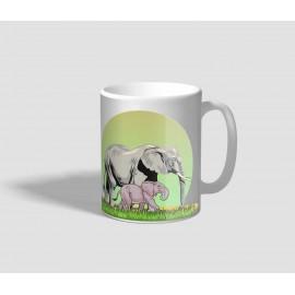 Anyjával sétáló bébi elefántot ábrázoló elefántos bögre
