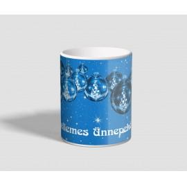 Kék gömbdíszes, kellemes ünnepeket feliratú karácsonyi bögre