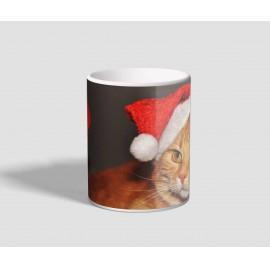 Mikulás sapkában pózoló, vörös cicás karácsonyi bögre