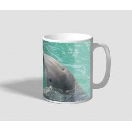 Szerelmes delfineket ábrázoló delfines bögre