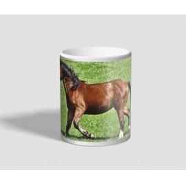 Réten szaladgáló barna lovas bögre