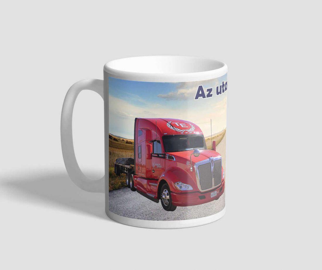 Két kamiont ábrázoló, az utak királya feliratú bögre