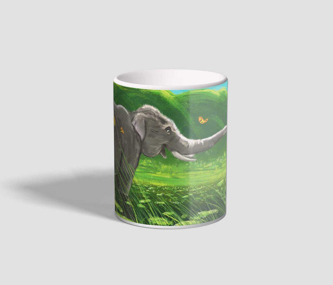 Pillangókkal játszadozó, kézzel festett elefántos bögre