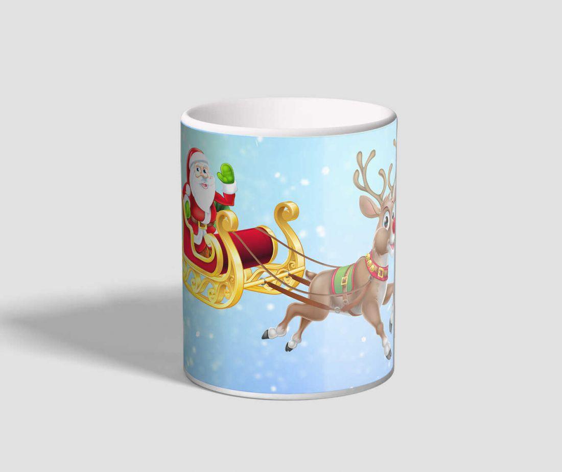 Vidáman szánkózó Mikulást ábrázoló, kék hátterű karácsonyi bögre