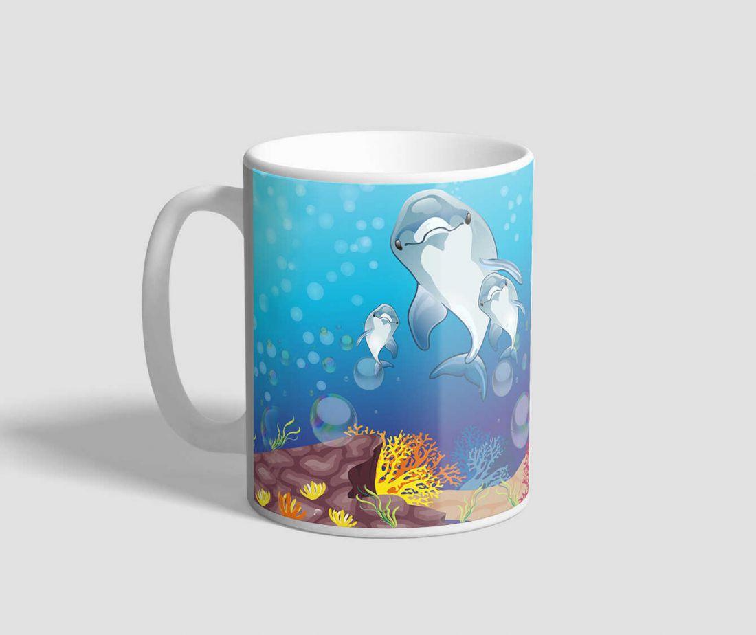 Mesés korallzátonyt ábrázoló delfines bögre