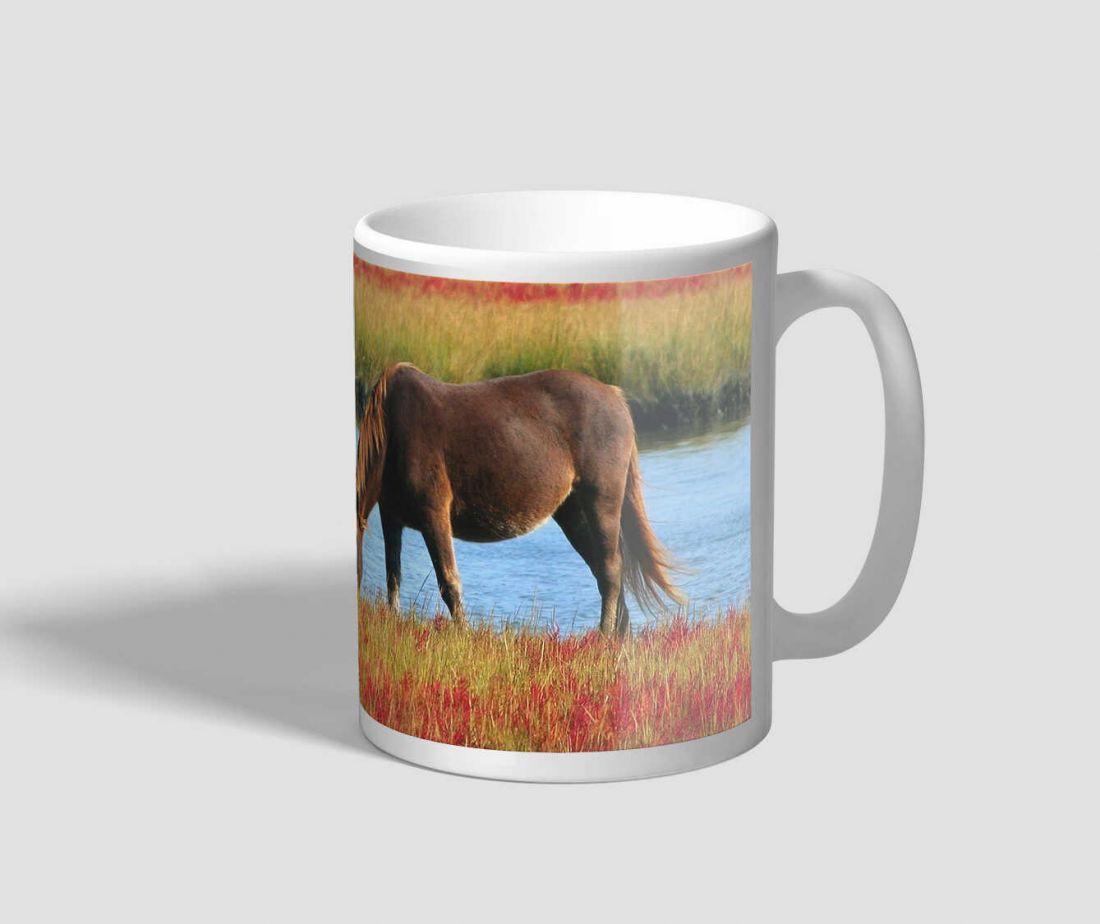 Legelésző barna lovas bögre