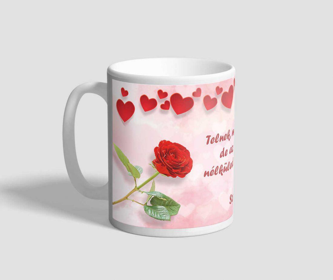 Vörös rózsákkal, és szívekkel díszített idézetes évfordulós bögre