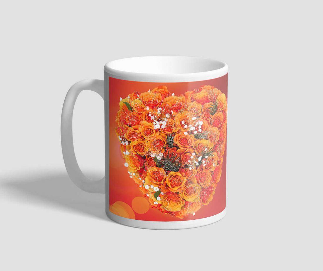 Rózsákkal díszített, narancsvörös hátterű, valentin napi bögre