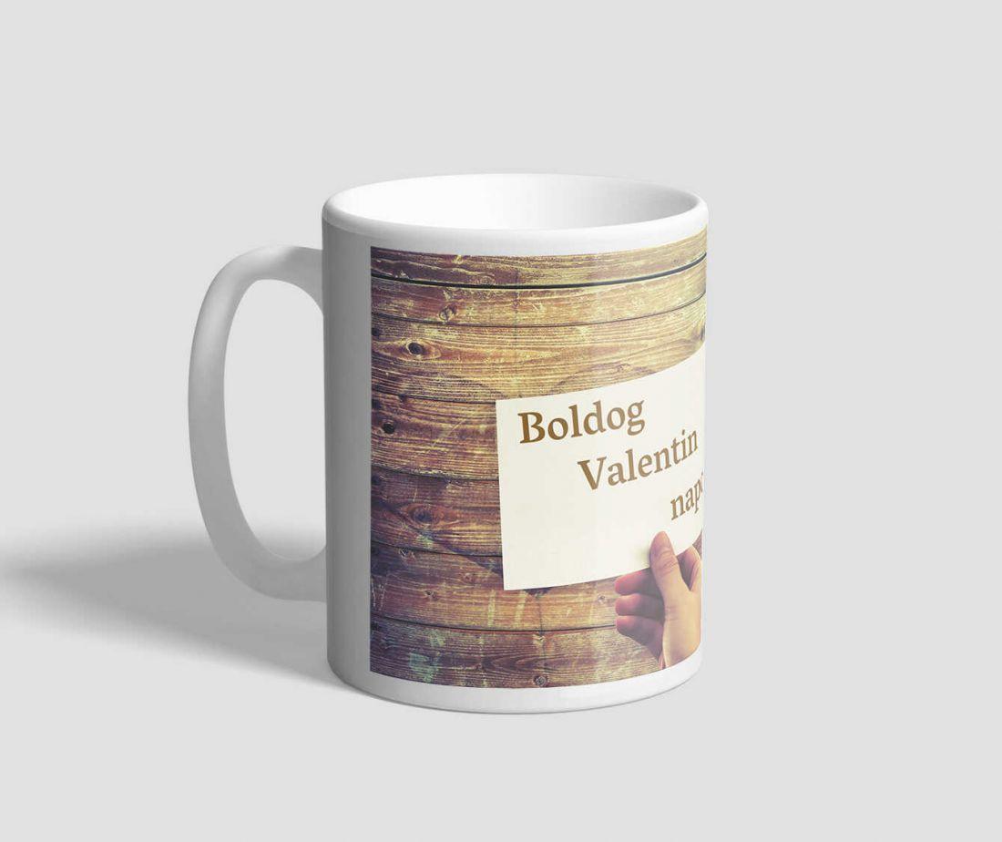 Barna famintás hátterű, üzenő kártyás valentin napi bögre
