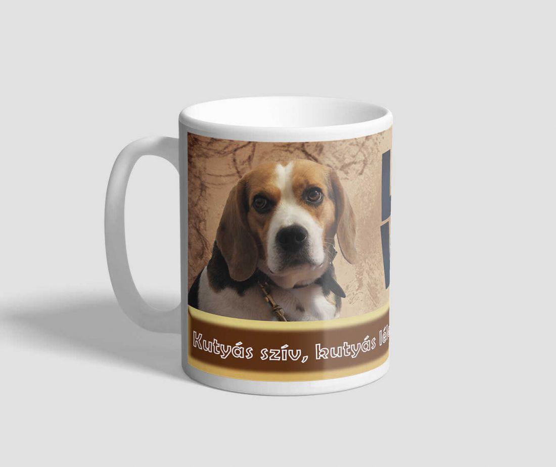 Beagle, és retriever házőrzőt ábrázoló feliratos kutyás bögre