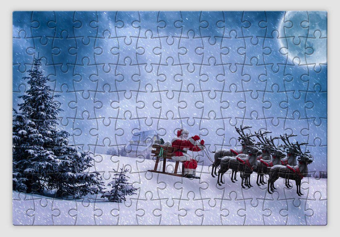 Havas tájon szánkózó Mikulást ábrázoló karácsonyi kirakó