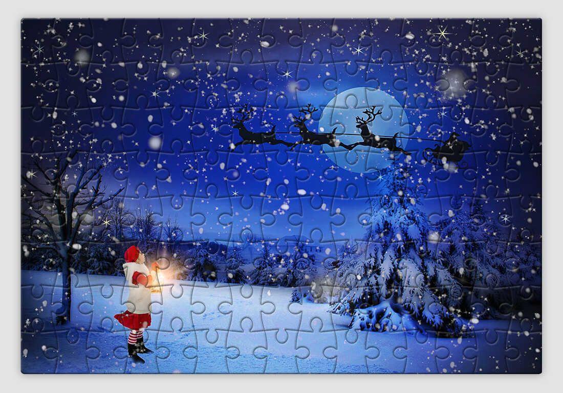 Holdfényben szánkózó Mikulást ábrázoló karácsonyi kirakó